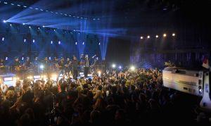 CMT Crossroads With Boyz II Men and Brett Young